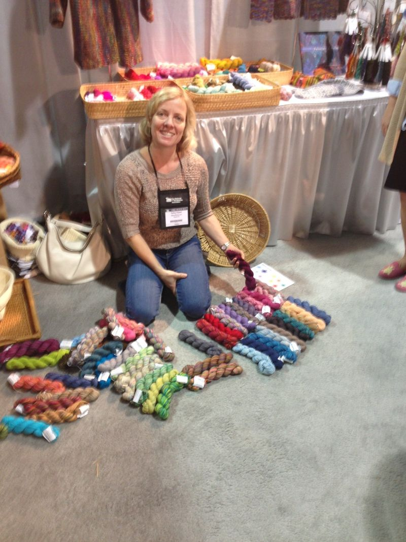 Kelly choosing Koigu colors at TNNA